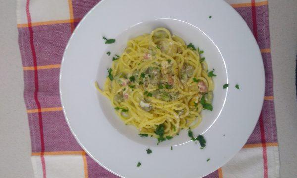 Spaghetti alla carbonara con fave fresche